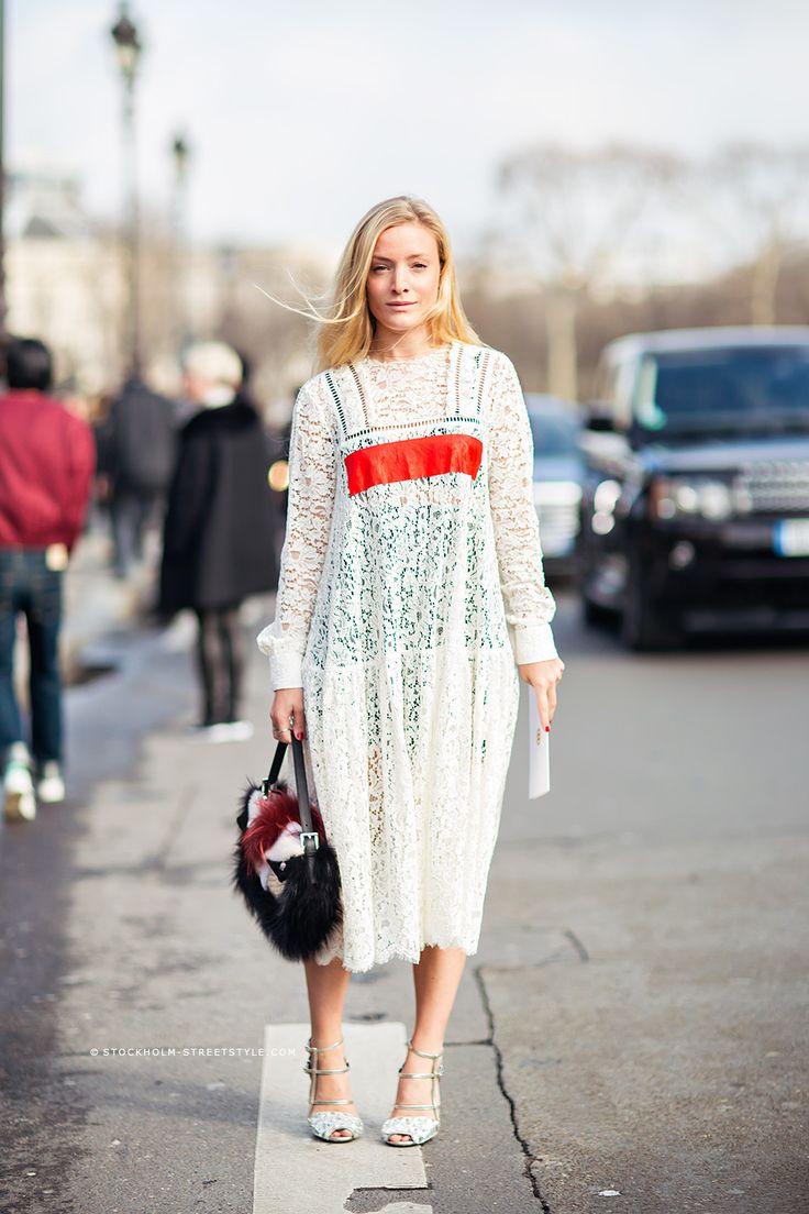 Кружевное платье в стиле оверсайз