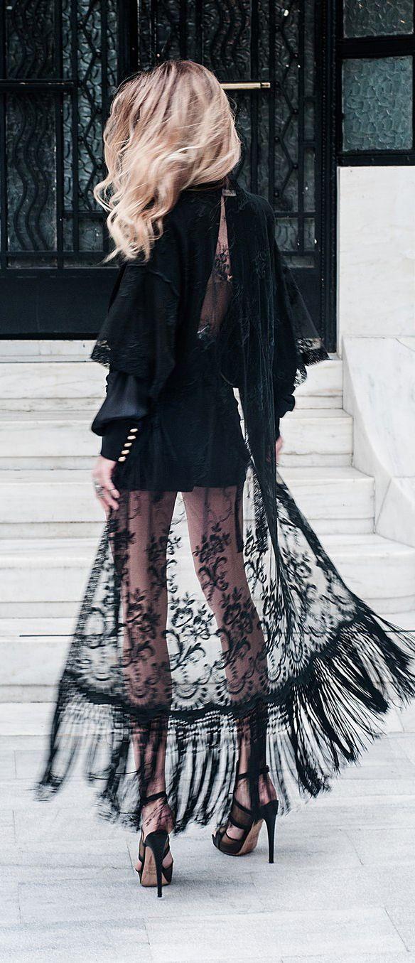 Кружевное платье в вечернем стиле