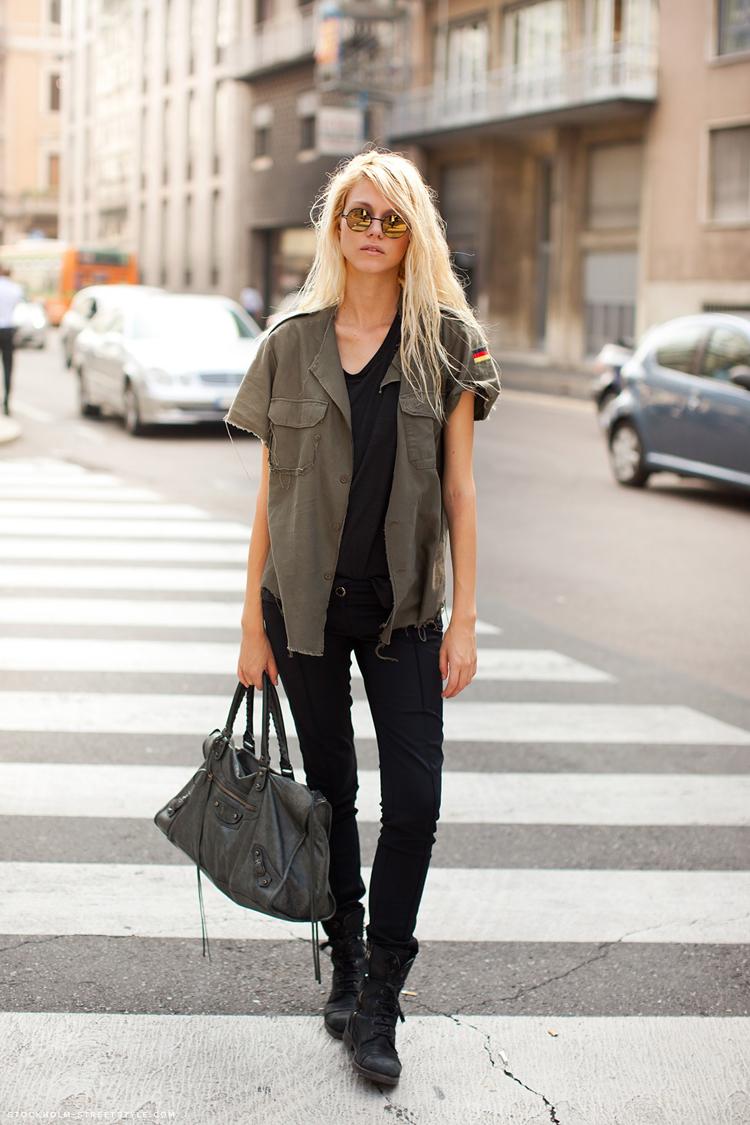На фото: американский стиль кантри - джинсы, сапоги.