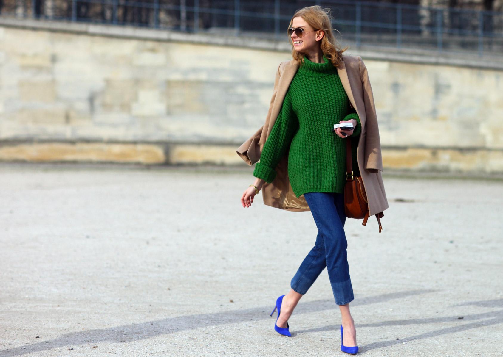На фото: английский стиль кантри - теплый вязанный длинный свитер.