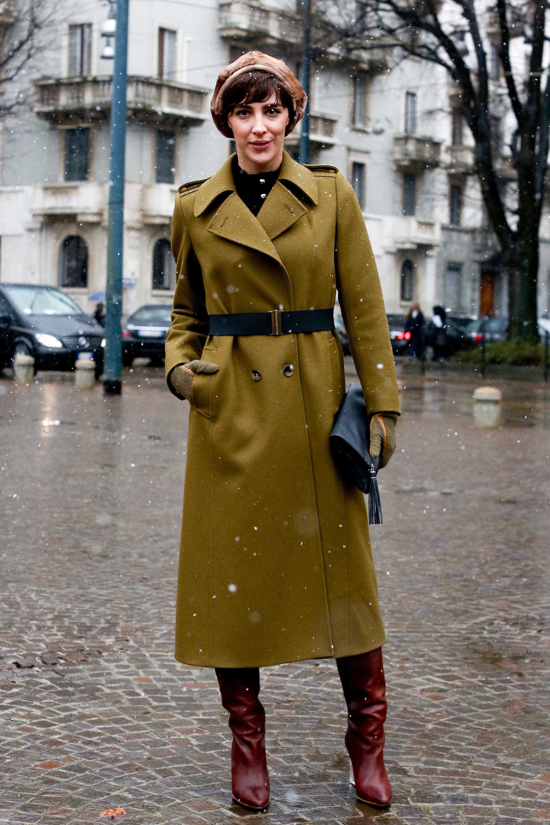 На фото: пальто - шинель.