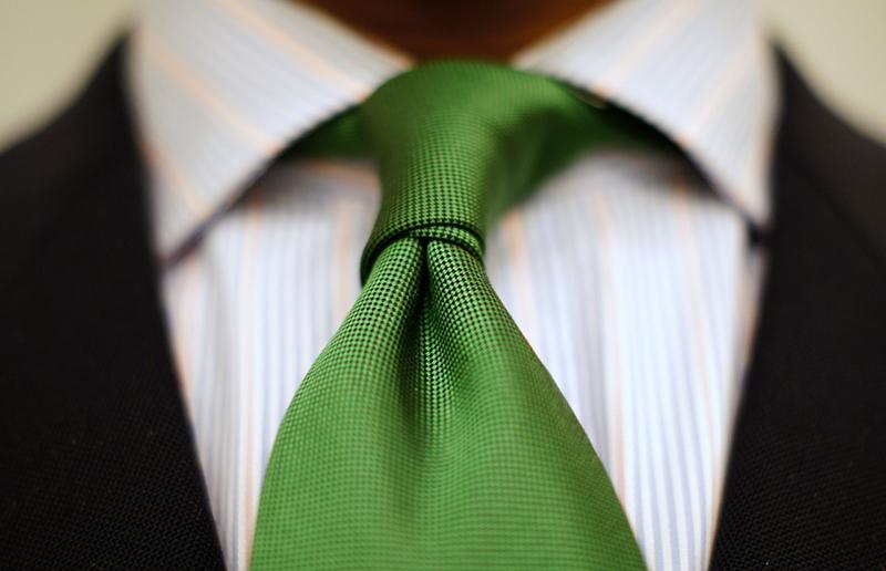 Модный зеленый галстук – фото новинка