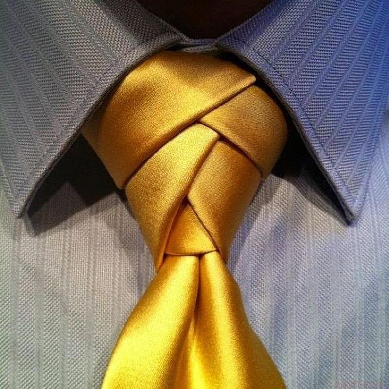 Золотистый мужской галстук виндзор