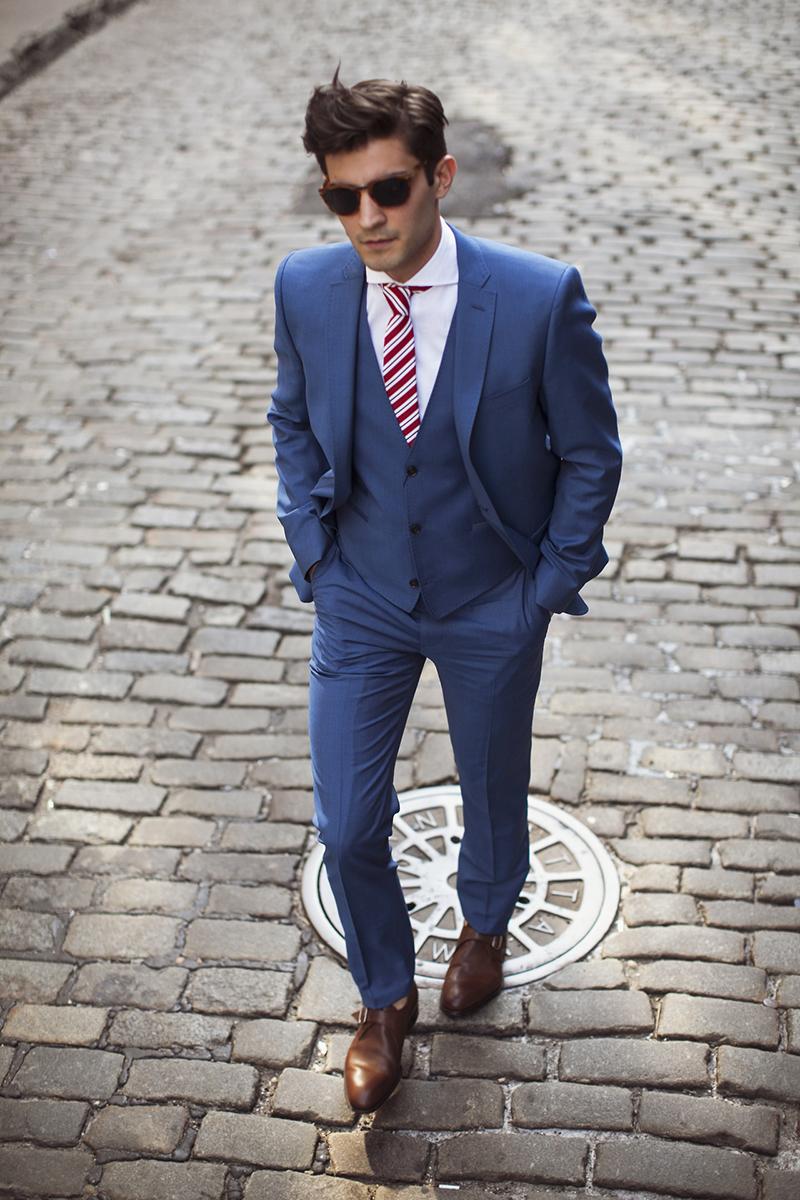 Фото новинки: красный мужской галстук в полоску