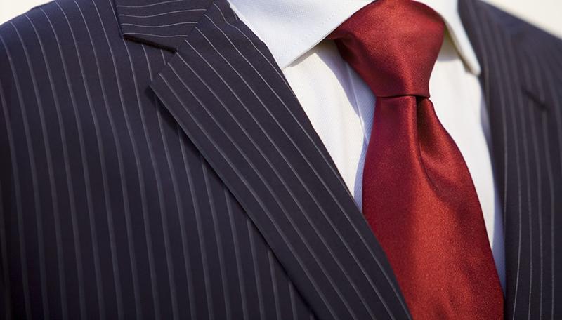 Бордовый галстук – фото новинка сезона