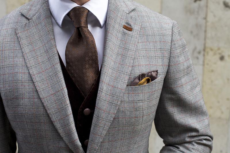 Коричневый мужской галстук – фото новинки сезона