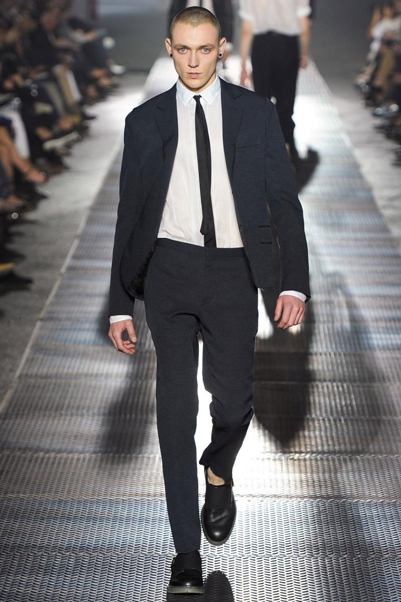 Фото: черный мужской галстук