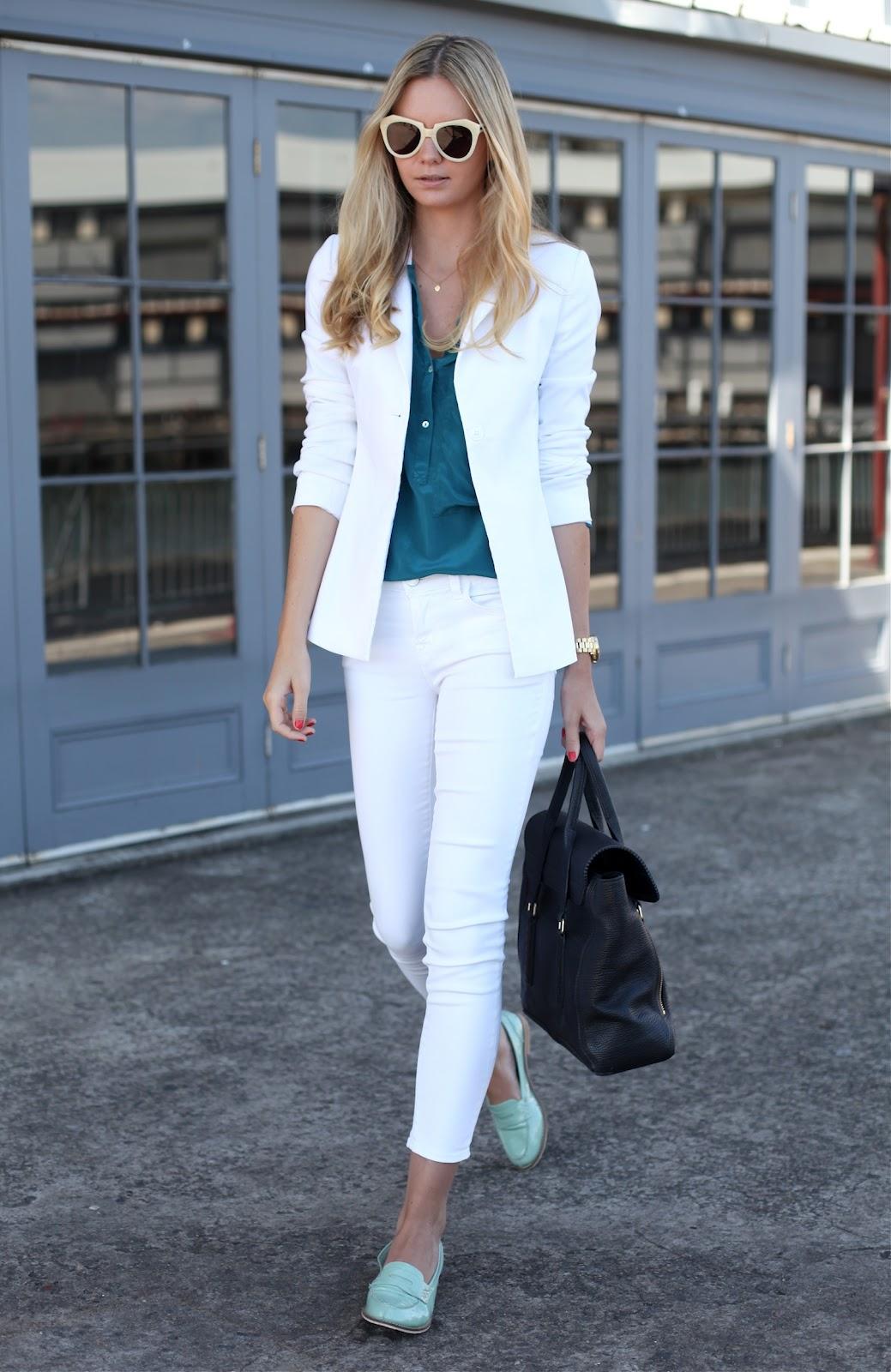 Туфли лоферы с белыми брюками – фото новинки