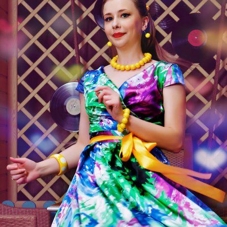 Стиль стиляги: яркие наряды счастливых женщин