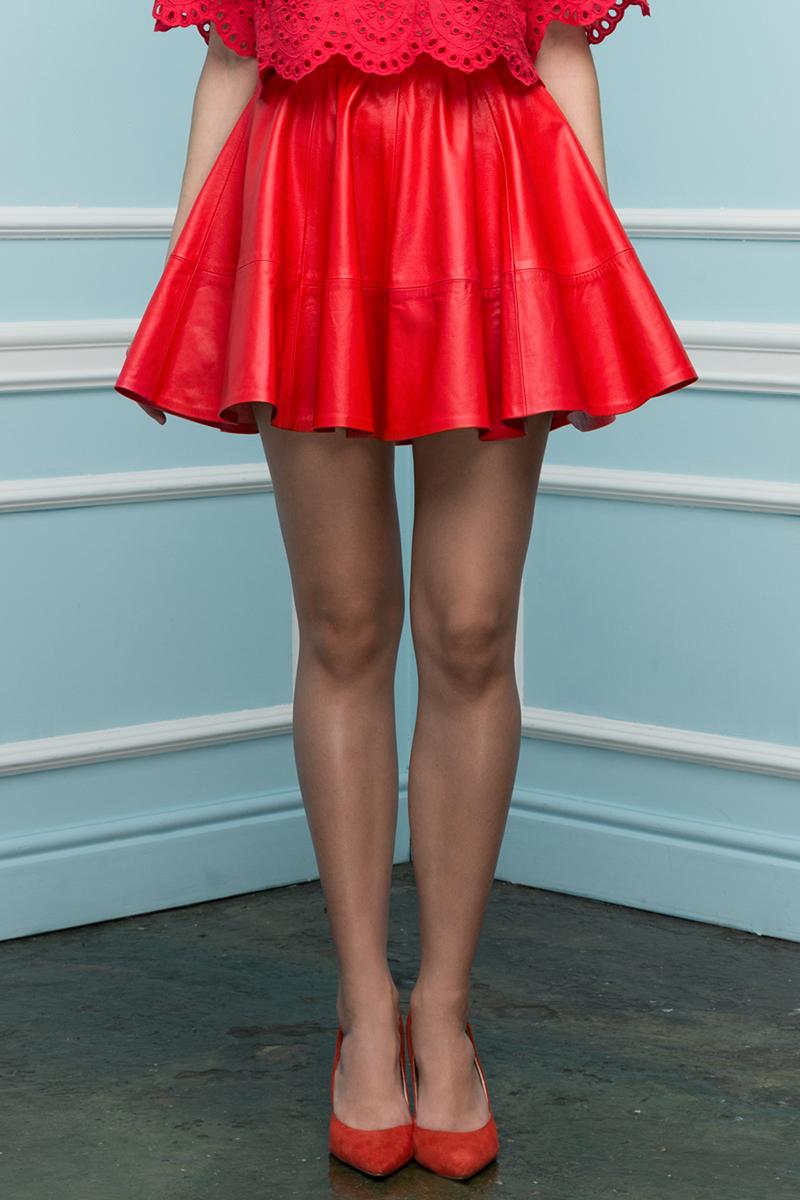 Красная модная юбка солнце - фото новинка сезона