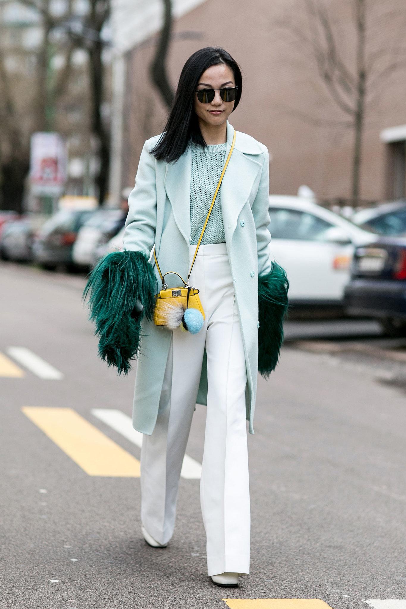Фото-тренд уличной моды заправлять кофту в брюки