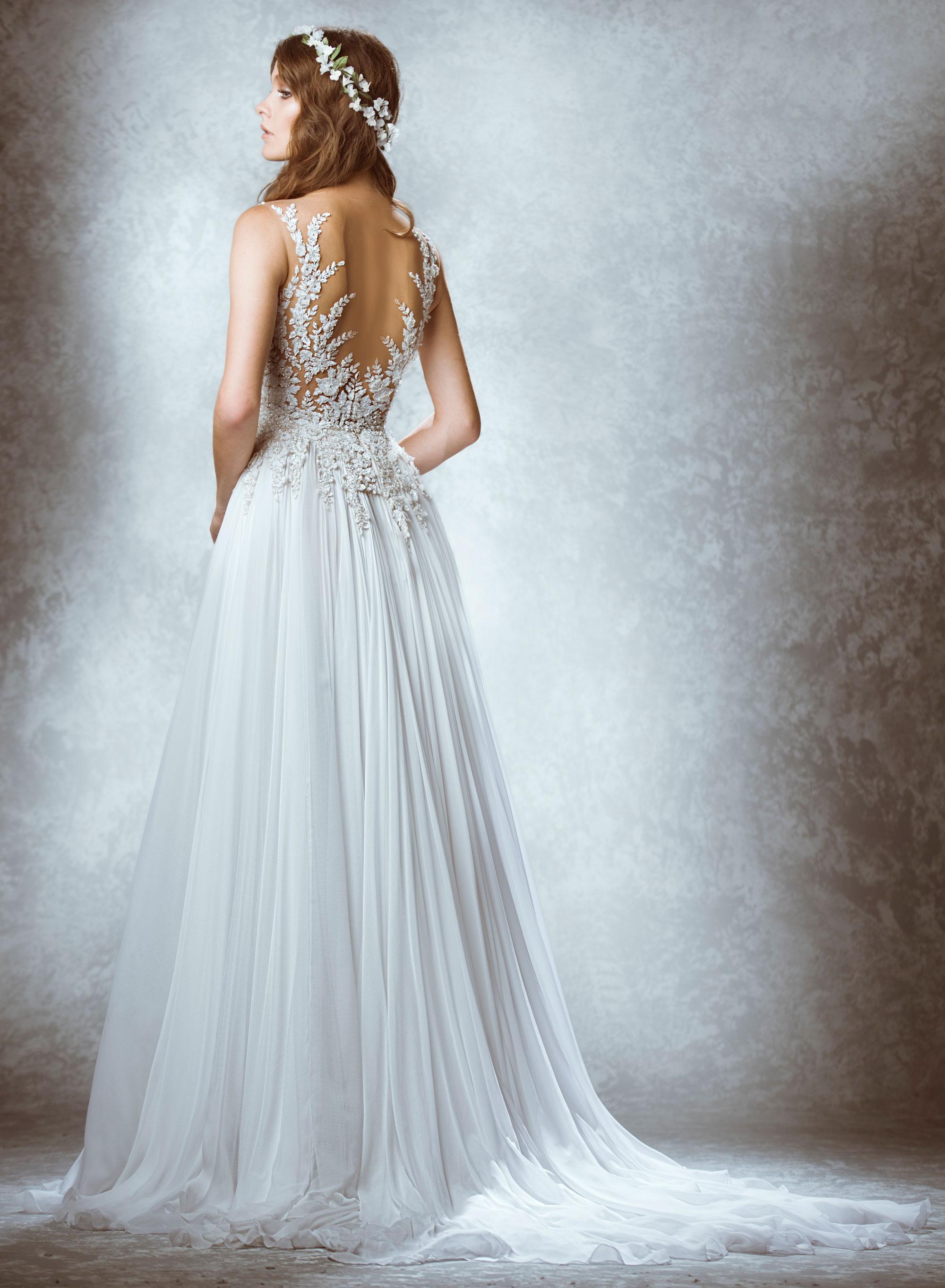 Свадебное платье с открытой спиной – фото новинки сезона