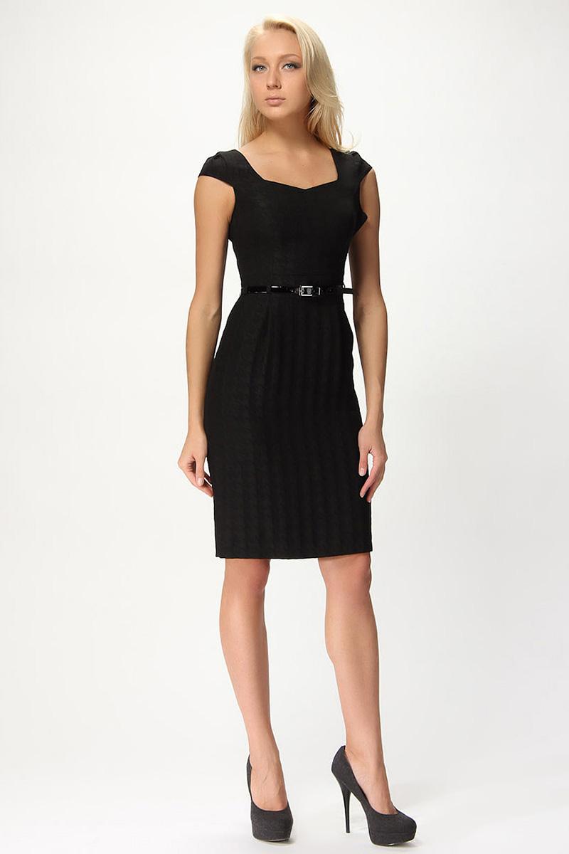 Фото: платье футляр с тонким ремнем