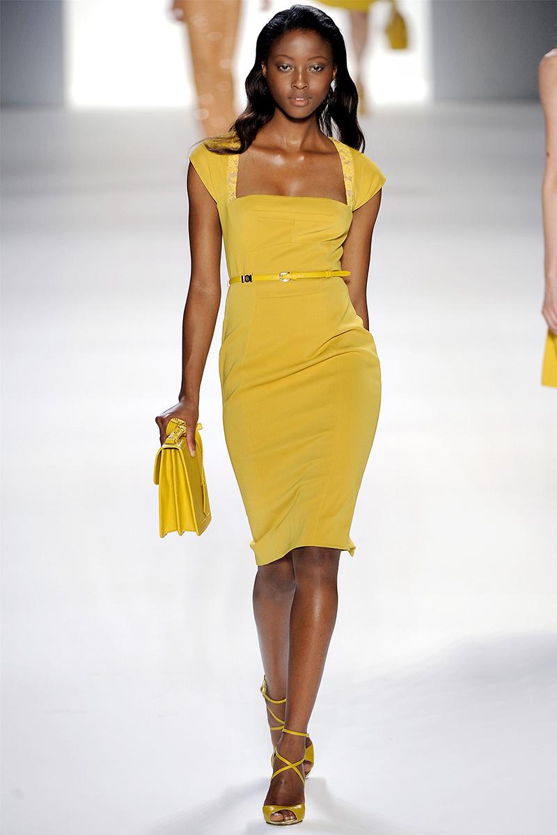 Длинное желтое платье футляр – фото новинка сезона
