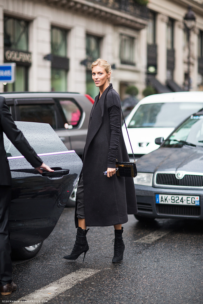 Длинное черное женское пальто – фото новинка сезона