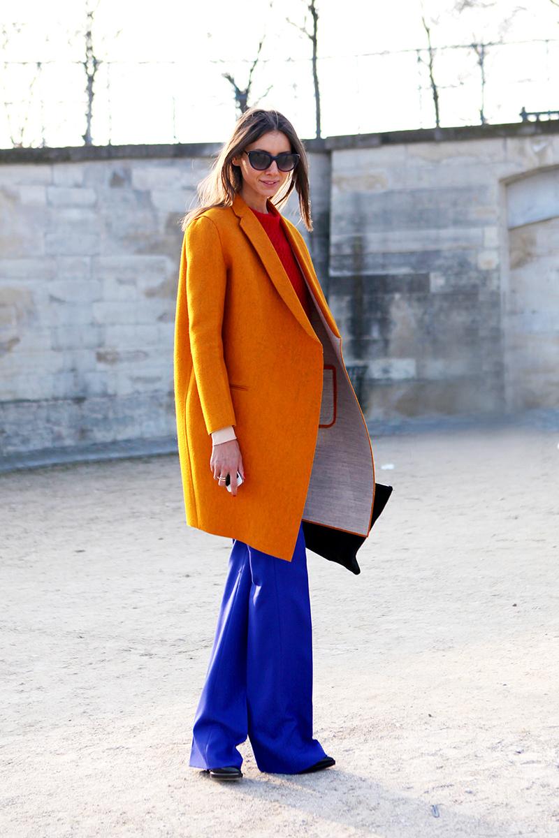 Оранжевое модное женское пальто – фото новинка сезона