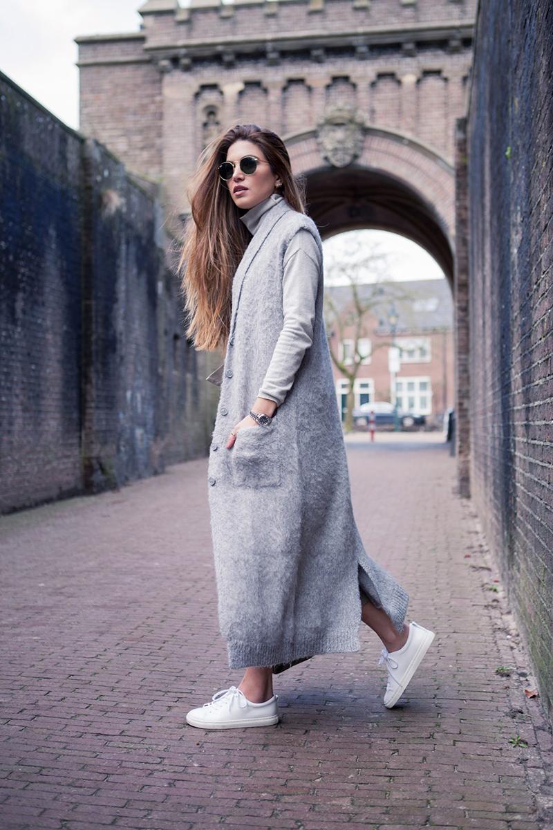 Длинный серый модный кардиган – фото новинка сезона