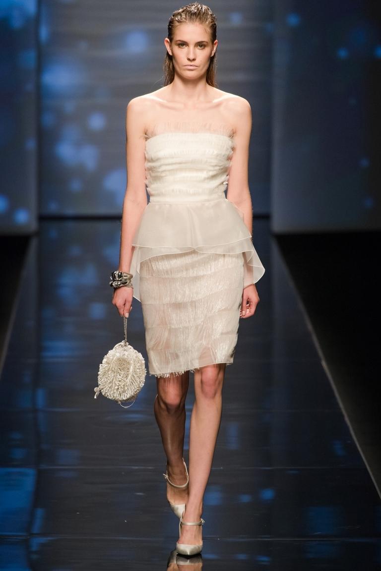 Вечернее модное коктейльное платье — фото новинка от Alberta Ferretti весна-лето