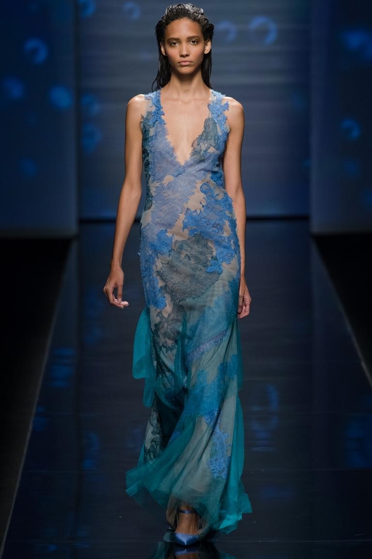 Модное платье — фото новинка в коллекции Alberta Ferretti весна-лето