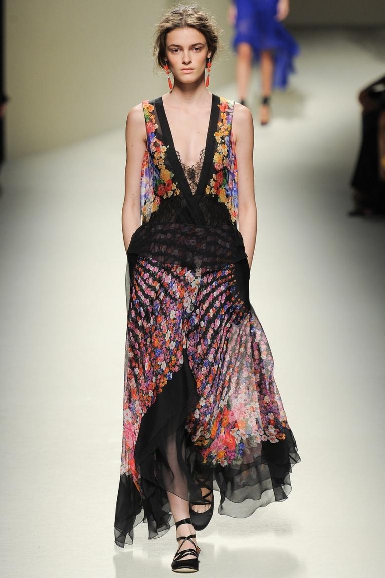 Фото модного платья с цветочным принтом — Alberta Ferretti