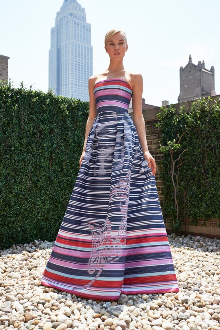 Фото модного длинного и пышного платья от Carolina Herrera