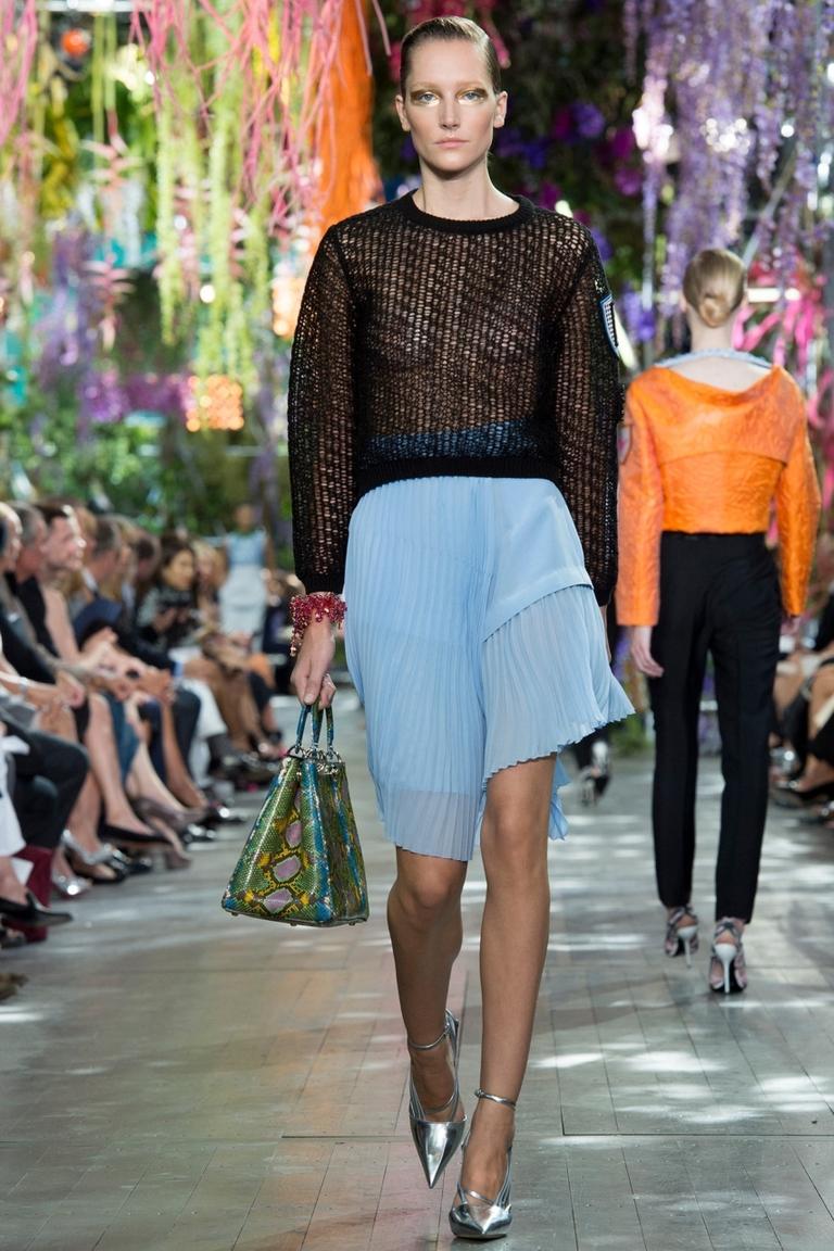 Голубая юбка с неровными краями - фото новинка от Christian Dior