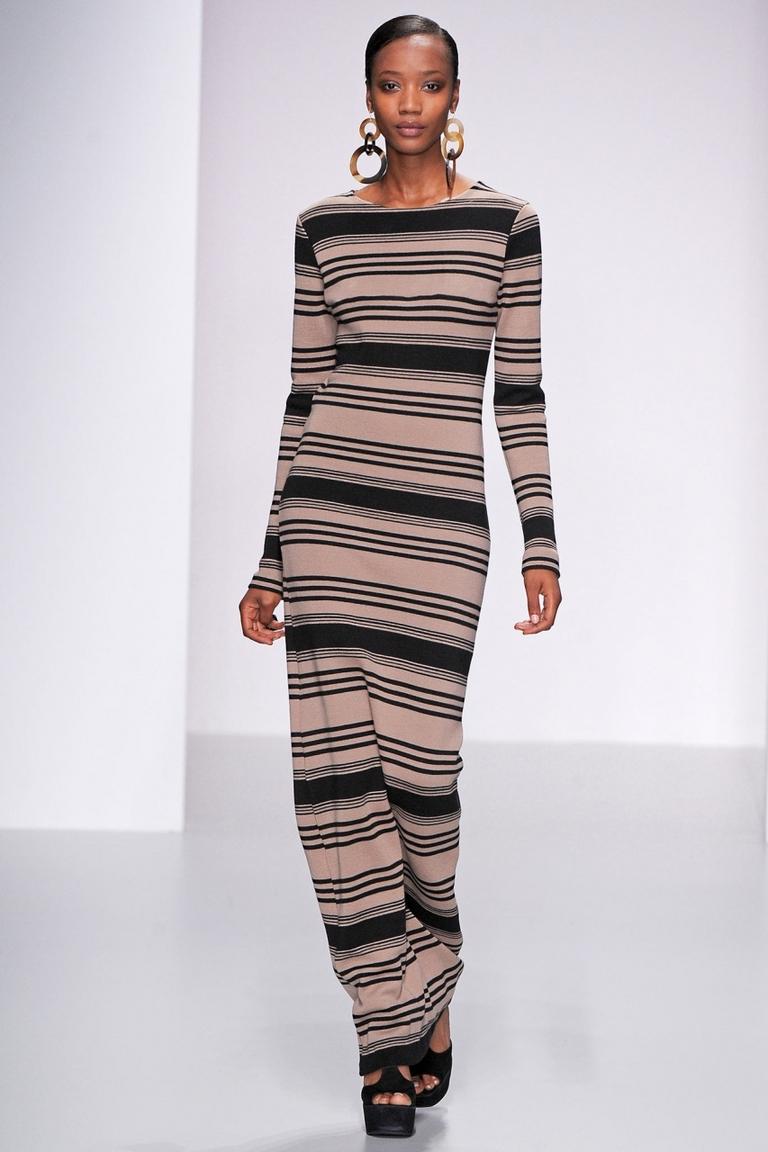 Длинное модное платье в полоску Daks весна-лето