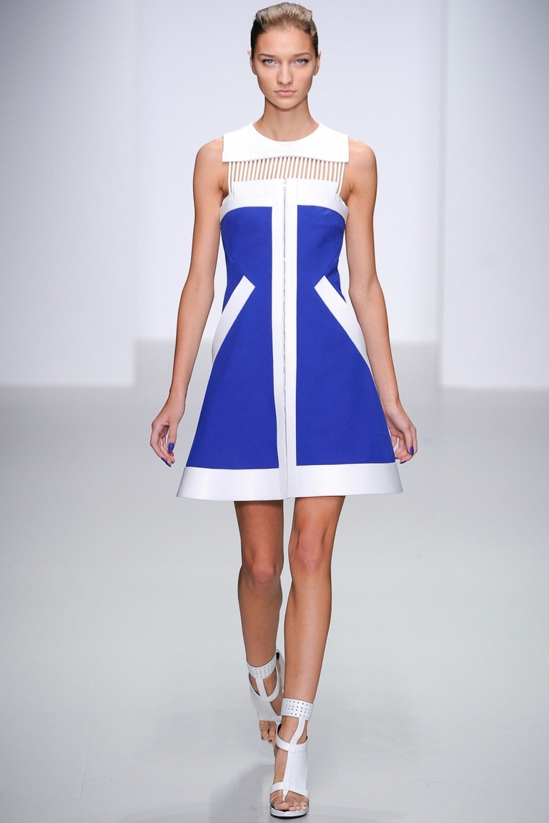 Бело-синее модное платье - фото новинка от David Koma