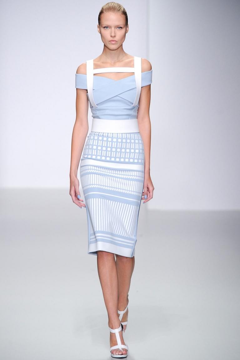 Голубое обтягивающее платье - фото новинка от David Koma