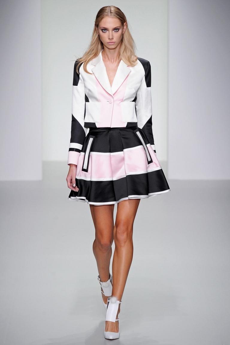 Модная юбка в полоску - фото Jean Pierre Braganza