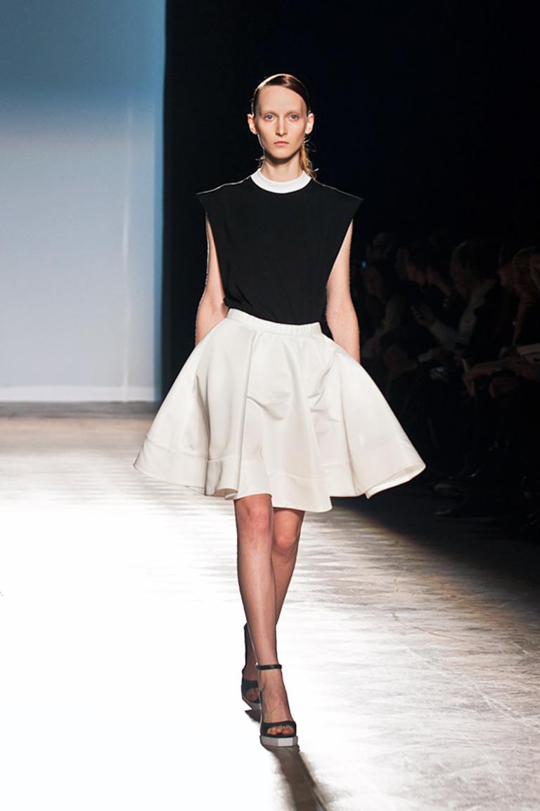 Модная юбка Ksenia Schnaider — пышная, короткая белая юбка