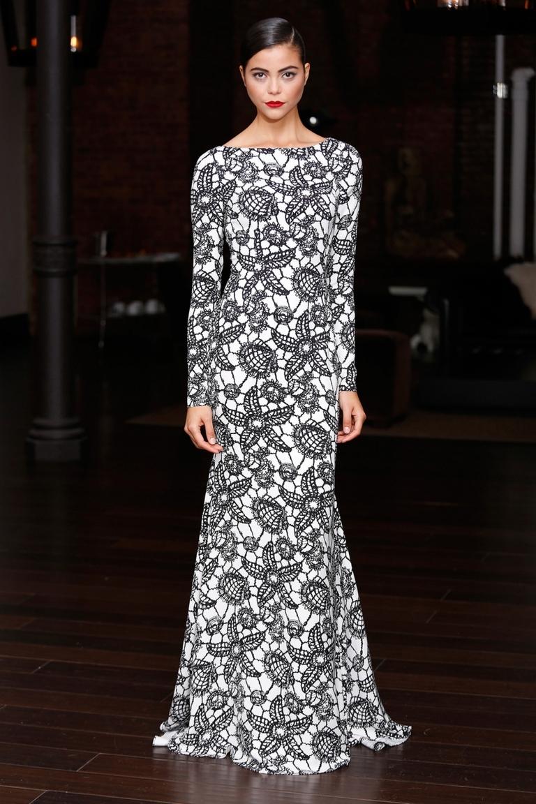 Длинное черно-белое модное платье — фото новинка сезона в коллекции Naeem Khan весна-лето