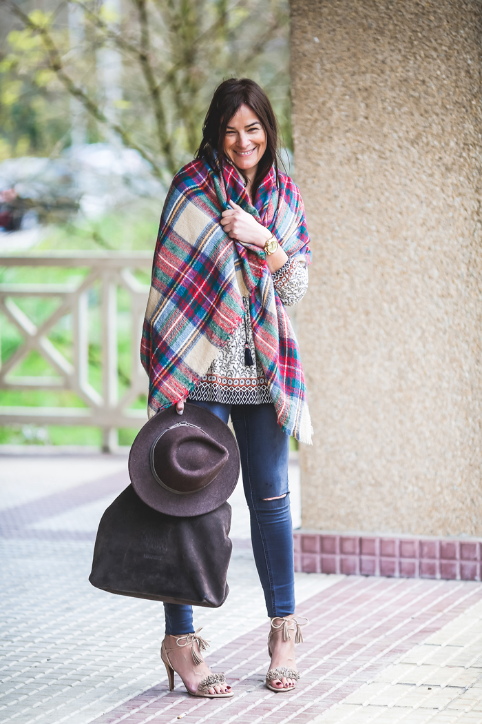 Украсьте свой стиль большим ярким платком или палантином в стиле бохо шик
