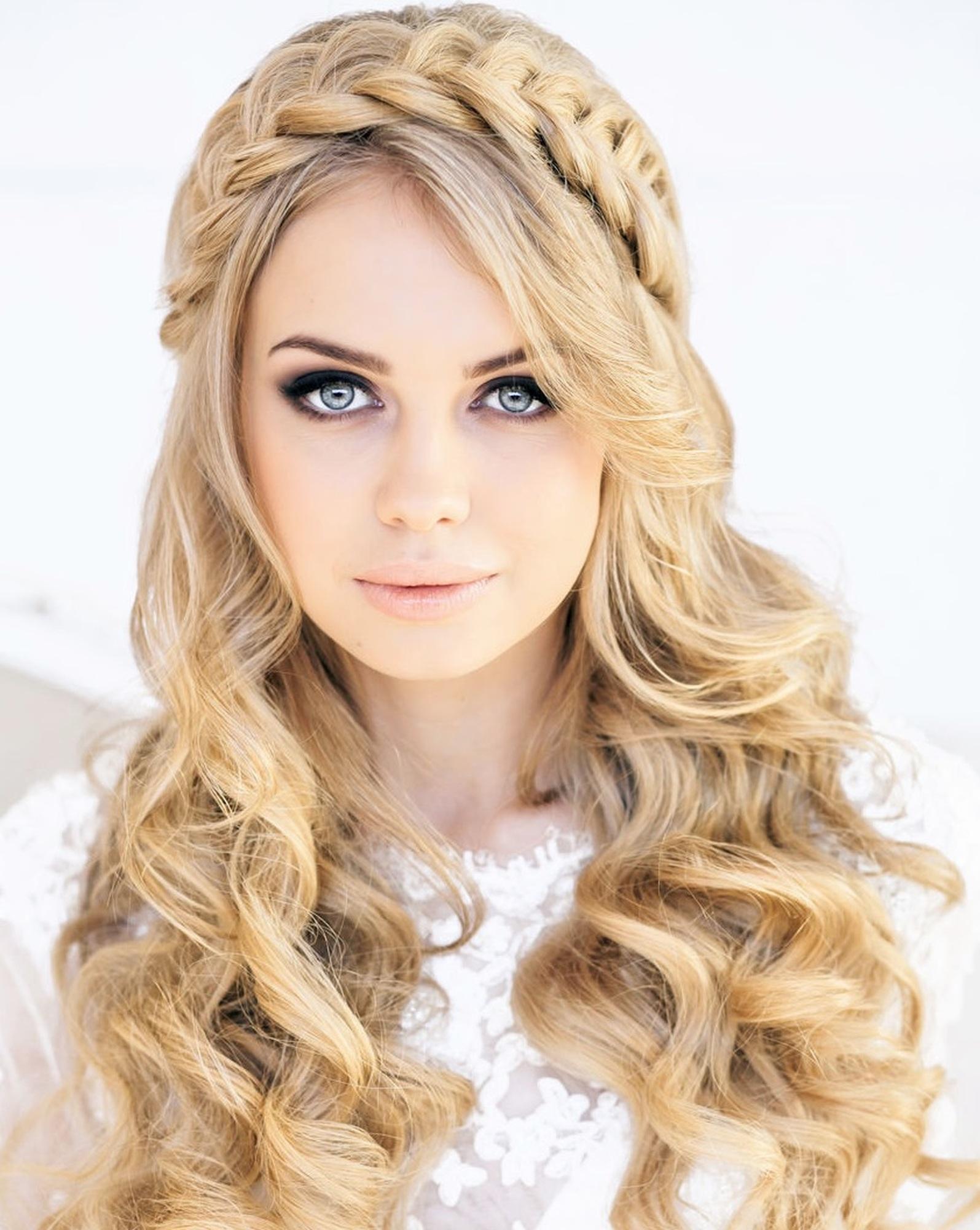 Прически на средние волосы в стиле Пин Ап - фото новинки сезона