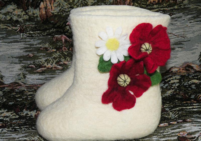 Белые женские валенки с узорами – фото новинки сезона