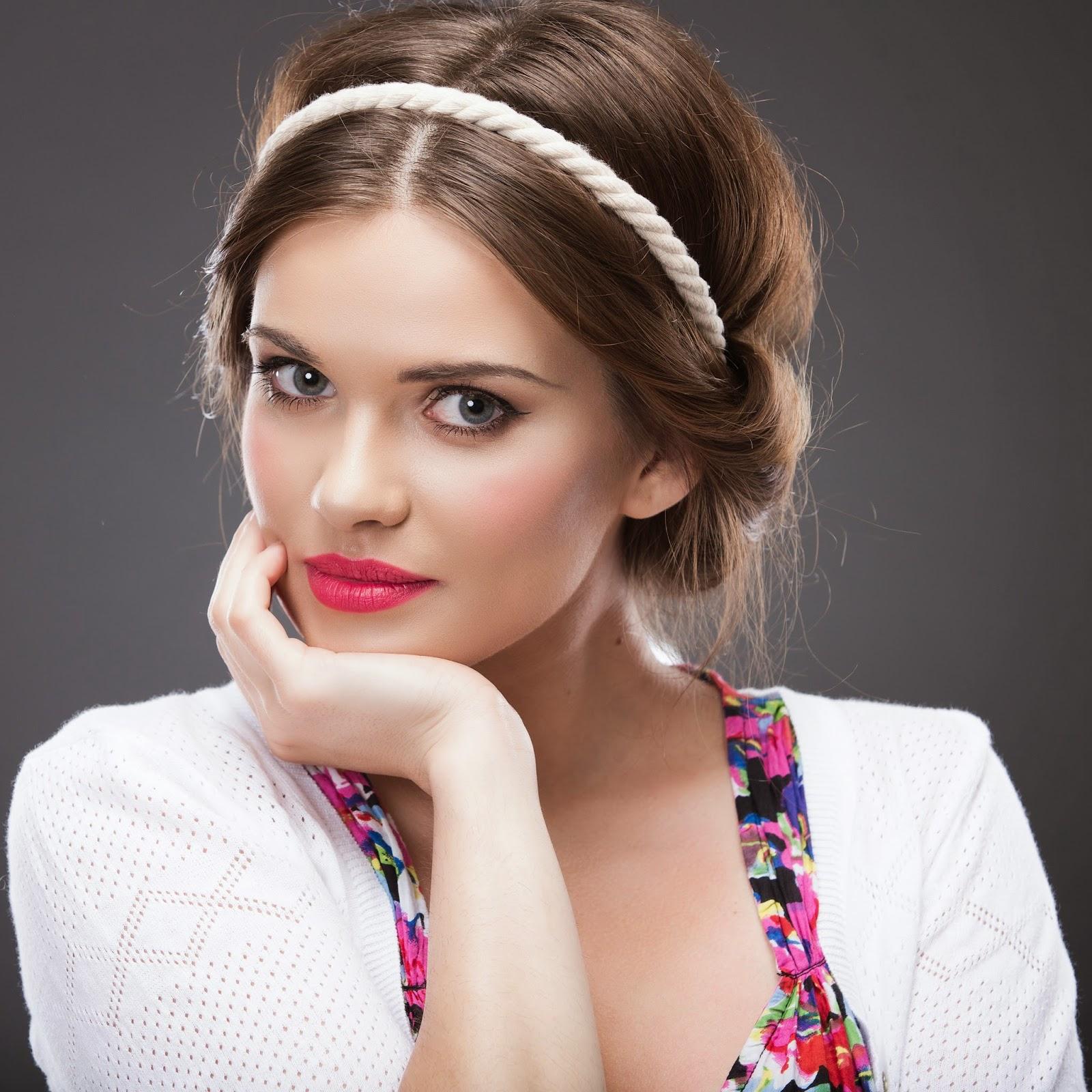 Греческие прически с повязкой и ободком - фото новинки