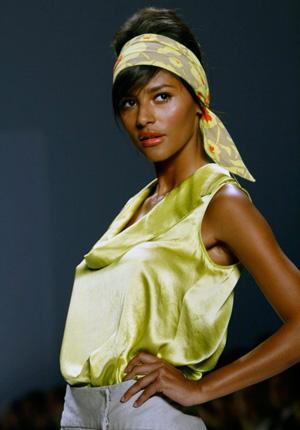 Как красиво завязать платок на голове в качестве повязки