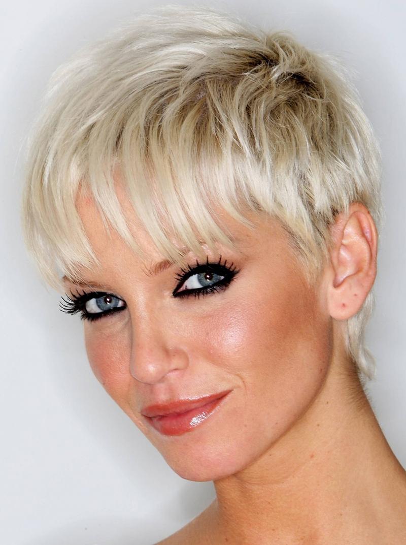 Прическа на короткие волосы – фото новинка