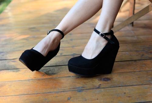 Туфли на высоком каблуке, туфли на танкетке фото