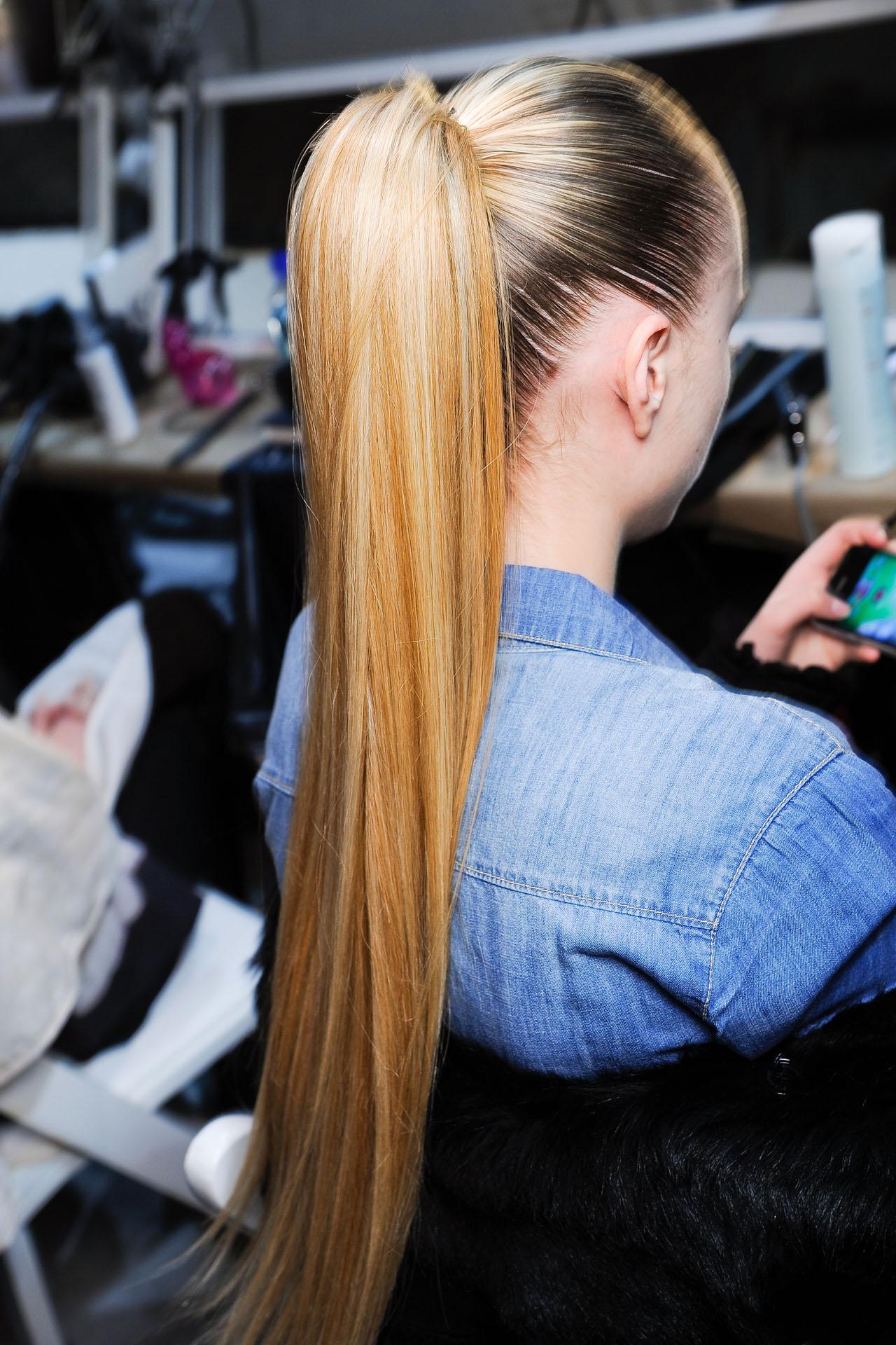 Прямые длинные волосы - универсальная стрижка