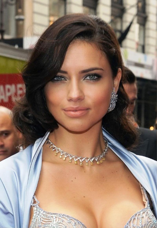 Фото: модная женская стрижка для круглого лица