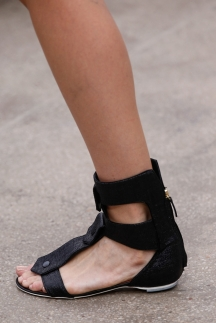 Обувь на плоской подошве - босоножки 2014