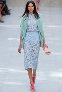 Прозрачные кружевные платья и юбки Burberry