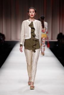 Модная рубашка с воланами 2014 Moschino