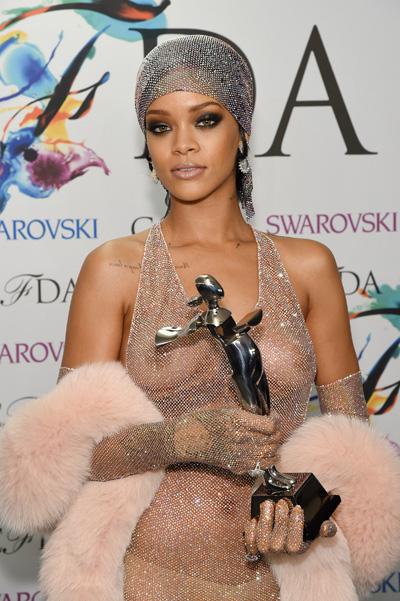 Фото Рианны на Премии CFDA Fashion Awards 2014
