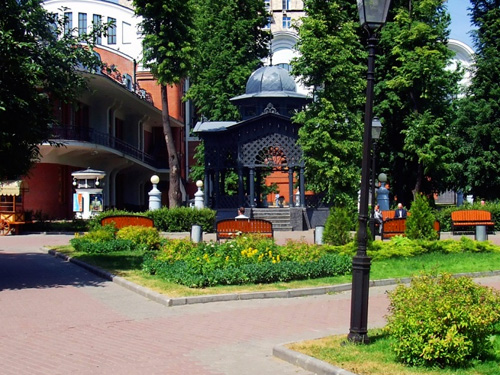 Показ мод пройдет в Саду Эрмитаж в Москве
