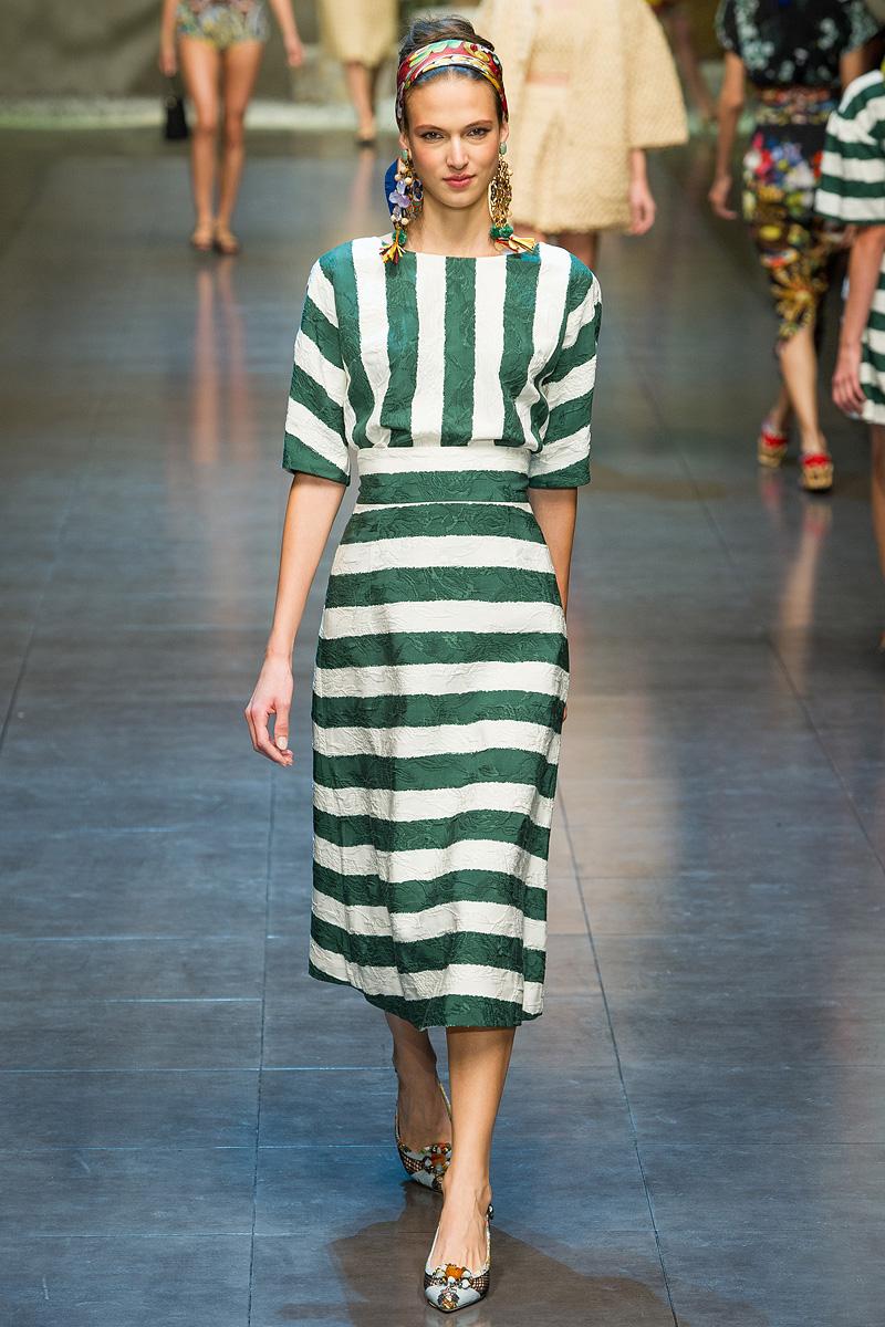 Модное платье в полоску - комбинация вертикальной и горизонтальной полоски