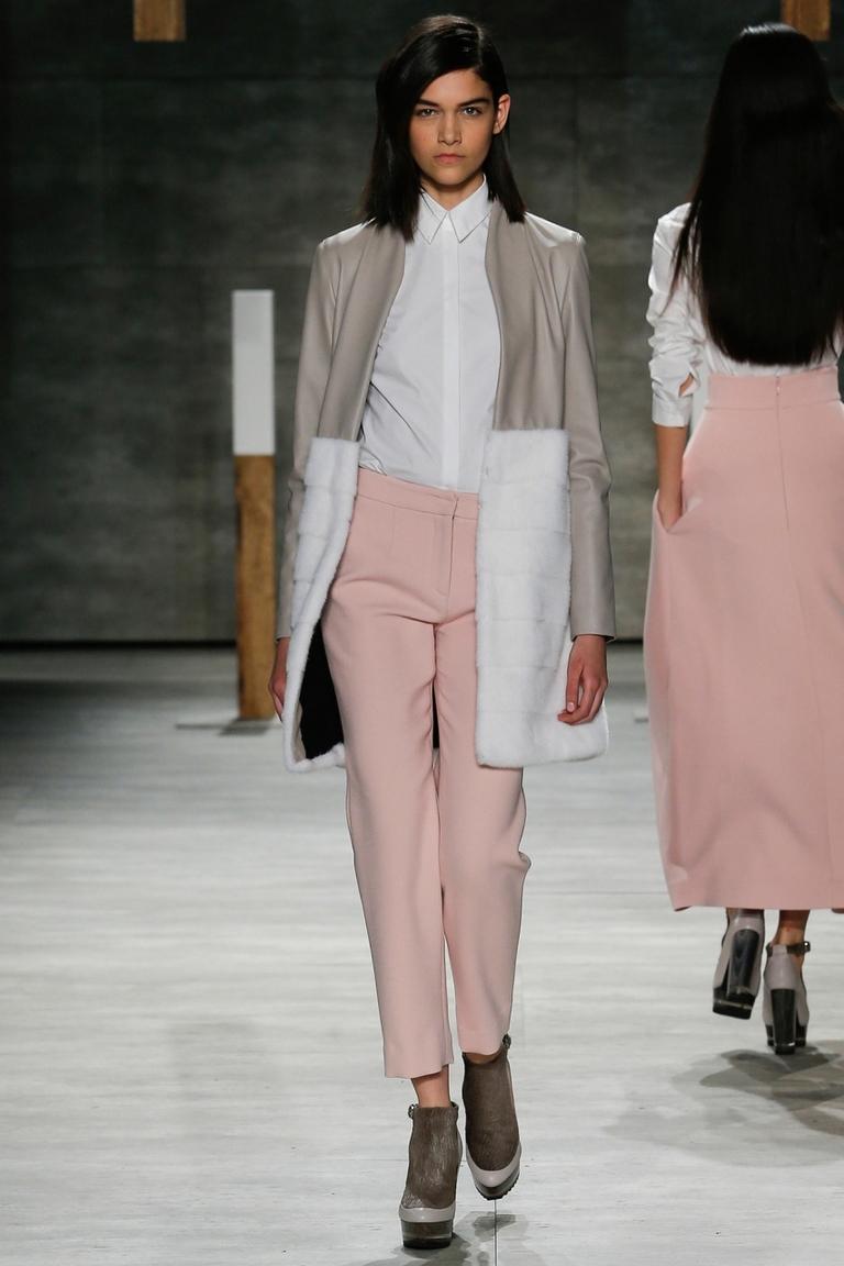 Модное пальто с мехом 2015 – фото новинка от ADEAM