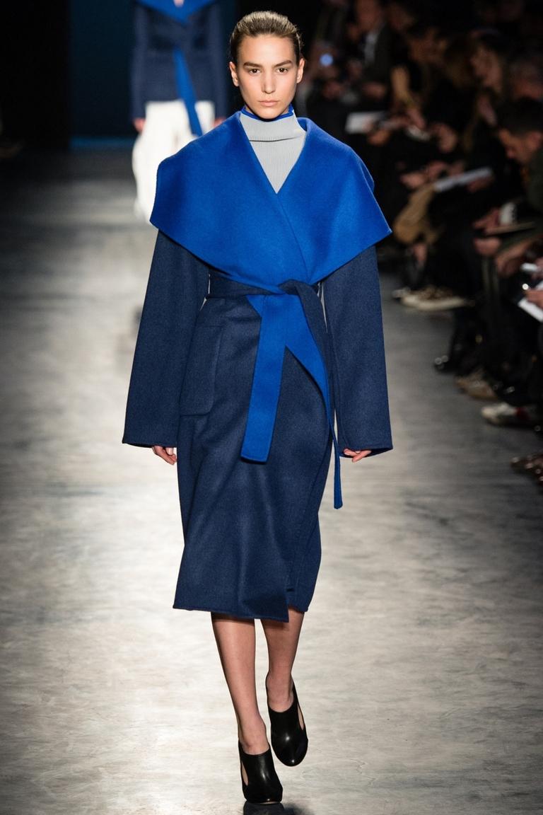 Синее модное пальто 2015 – фото новинка в коллекции Altuzarra