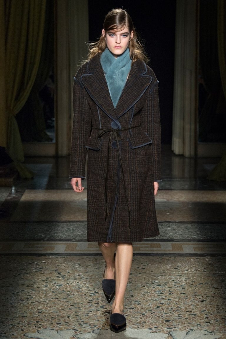 Однотонное модное пальто 2015 — фото новинка от Aquilano.Rimondi